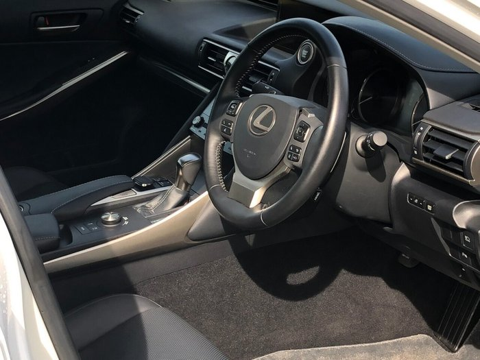 2018 Lexus IS300