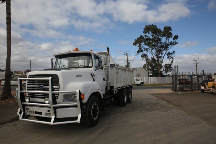 1997 Ford Louisville LTS -8000