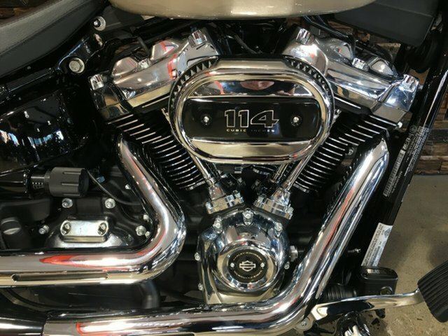 2018 Harley-Davidson FXBRS BREAKOUT Silver Fortune