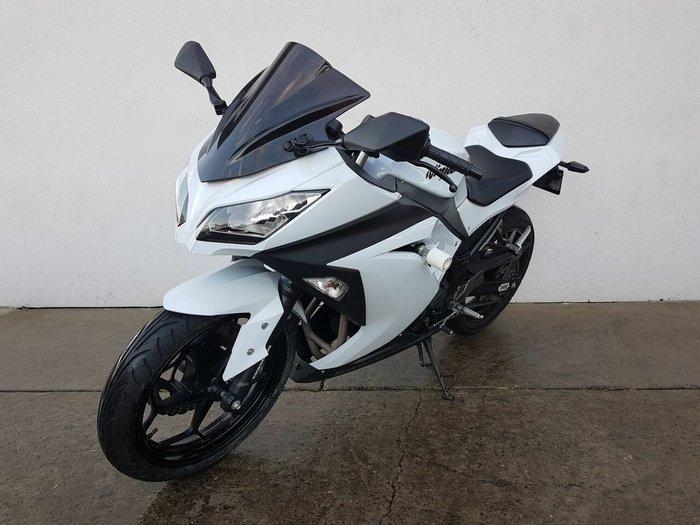 2013 Kawasaki NINJA 300 White