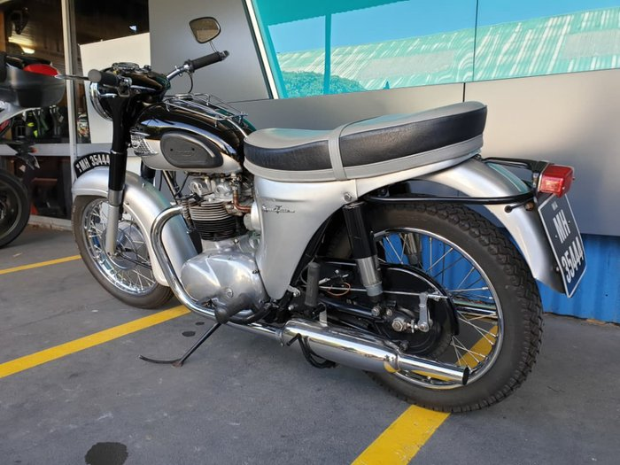 1965 TRIUMPH SPEED TWIN null null Silver