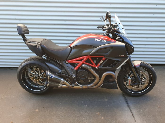 2012 DUCATI DIAVEL CARBON null null Red