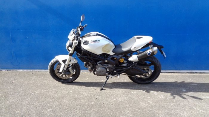 2008 DUCATI MONSTER 696 WHITE