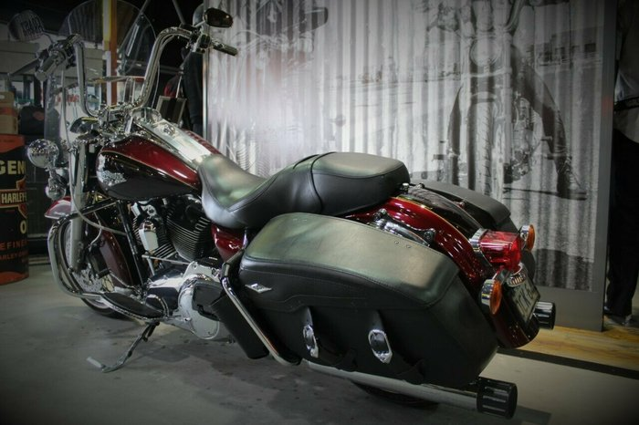 2014 Harley-davidson FLHRC ROAD KING CLASSIC Red