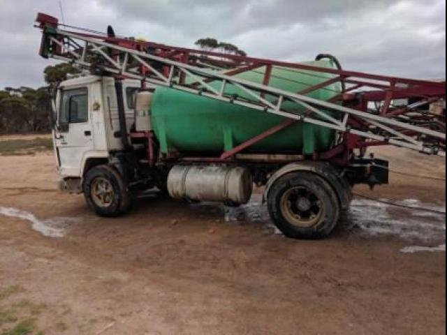 VOLVO FL10 Volvo FL10 Spray Truck White