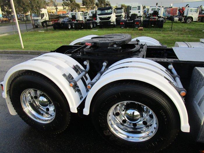 2009 Kenworth K108 WHITE