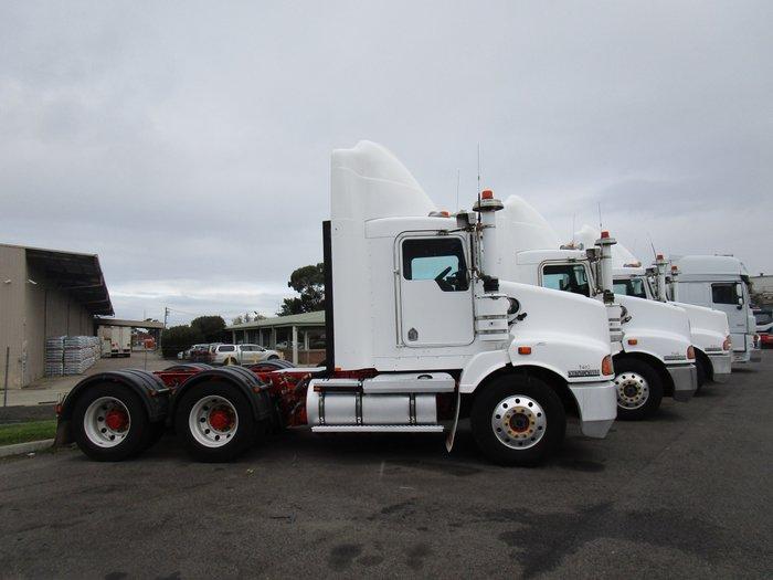 2010 Kenworth T402 WHITE