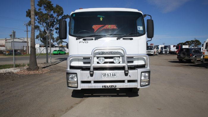 2009 Isuzu FVD1000 LONG TRAY amp CRANE WHITE