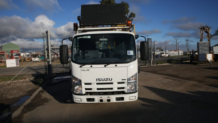 2010 Isuzu NLR200 MEDIUM SERVICE BODY WHITE
