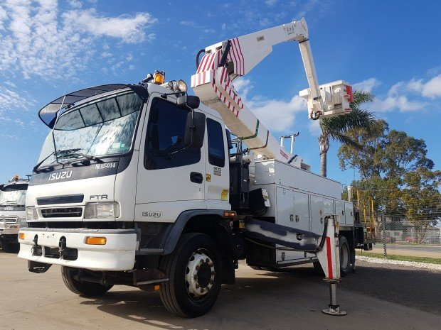 2005 Isuzu FTR900 EX-GOVERNMENT / LOW KILOMETERS WHITE