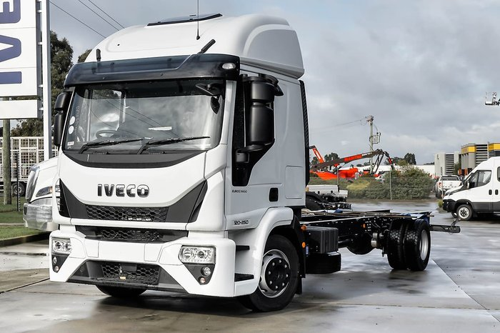 2018 IVECO EUROCARGO ML 120 HIGH ROOF SLEEPER null null White
