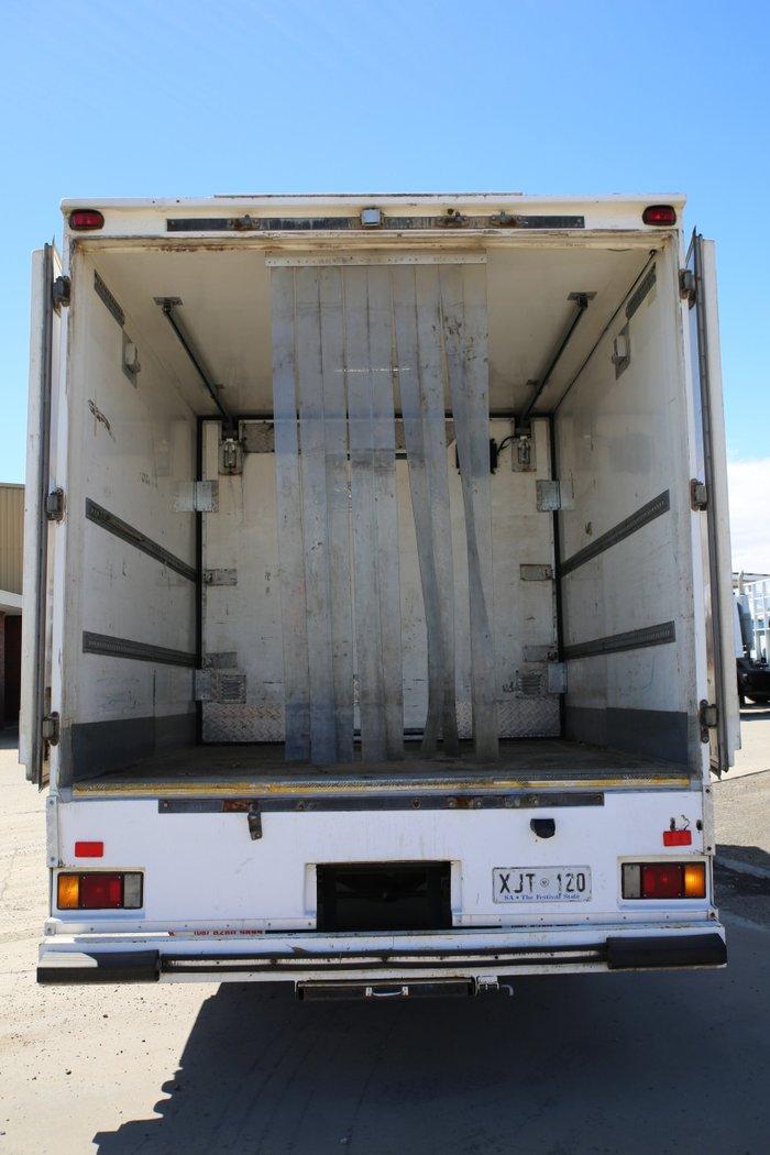 2006 Isuzu FRR550 FRR 550 LONG 4X2 PANTECH WHITE