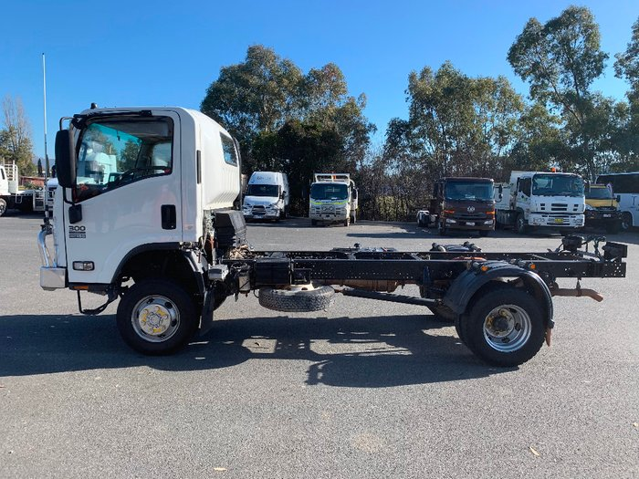 2014 Isuzu trucks N Series NPS NH White