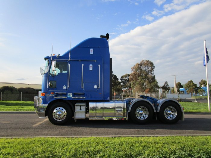 2010 Kenworth K108 STRETCHCAB BLUE