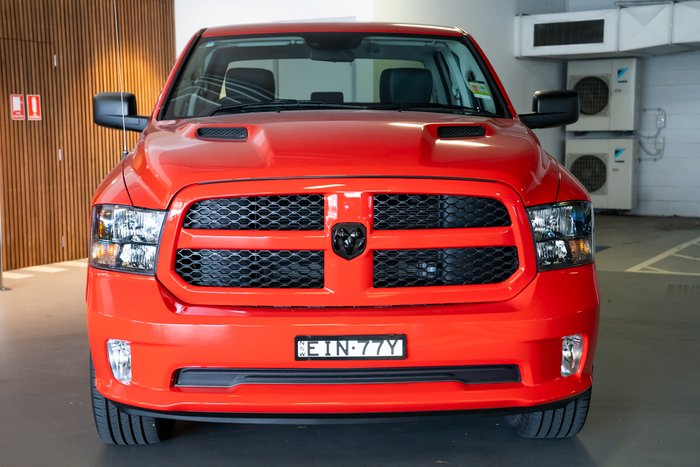 2020 Cjd Ram 1500 EXPRESS CREW CAB 4X4 5'7 TUB Flame Red