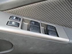 2010 Nissan Navara ST D40 4X4 White