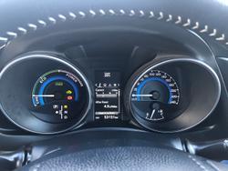 2017 Toyota Corolla Hybrid ZWE186R Glacier White