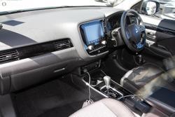 2021 Mitsubishi Outlander ES ZL MY21 White