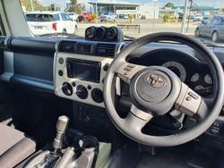 2014 Toyota FJ Cruiser GSJ15R MY14 4X4 Dual Range White