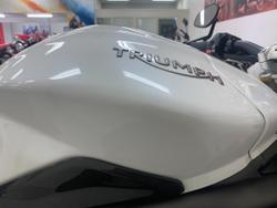 2016 Triumph 2016 TRIUMPH 1050CC SPEED TRIPLE R CRYSTAL WHITE