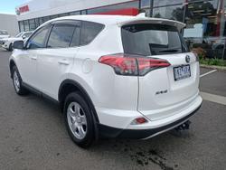 2018 Toyota RAV4 GX ZSA42R White